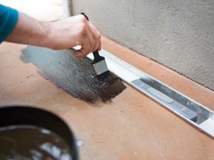 vloeibaar-rubber-badkamer-douchegoot-reparatie