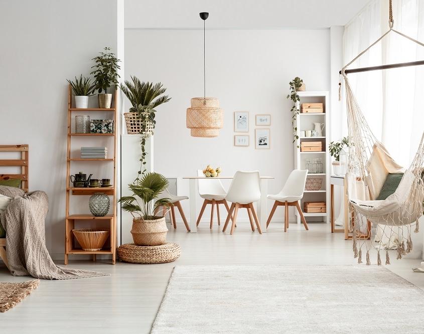 Frisse witte kamer met hout detail - ton sur ton